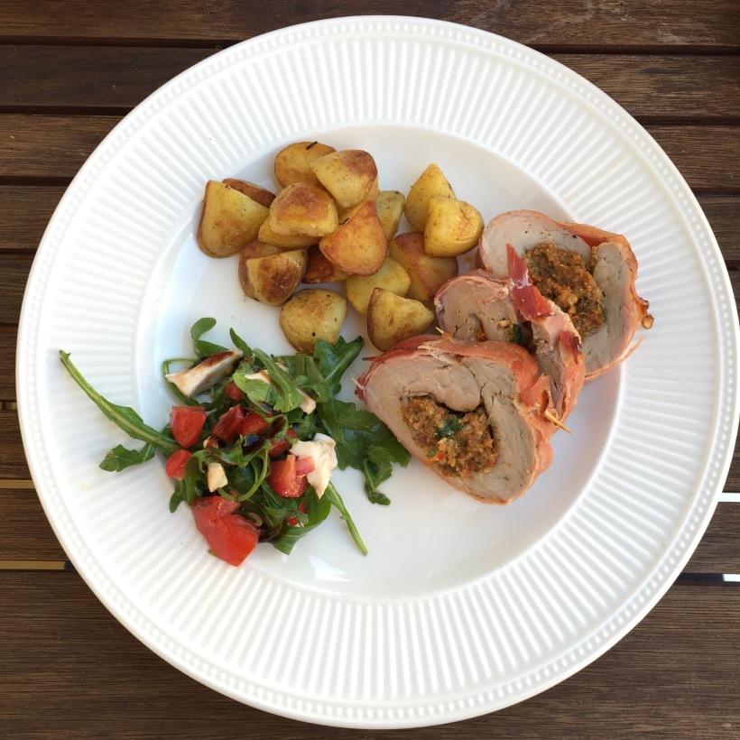 Samen Bourgondisch - AVG Dekluxe: Gevulde varkenshaas, caprese en gebakken krieltjes