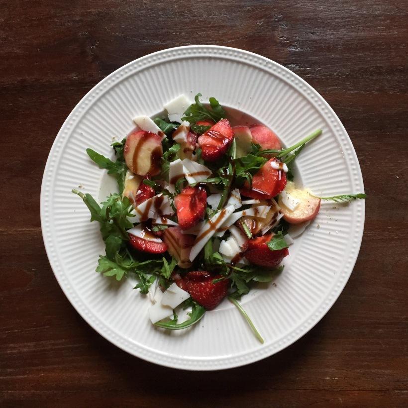 Samen Bourgondisch: Aardbei, wilde perzik & geitenkaas