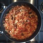Samen Bourgondisch: Voeg de pasta toe aan de saus