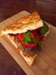 Lamsgehakt met feta, koriander en Turks brood