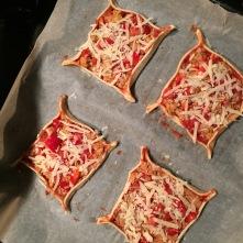 Tonijn pizza met harissa