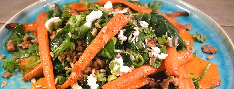 Geroosterde wortelsalade met kopgehakt en spinazie