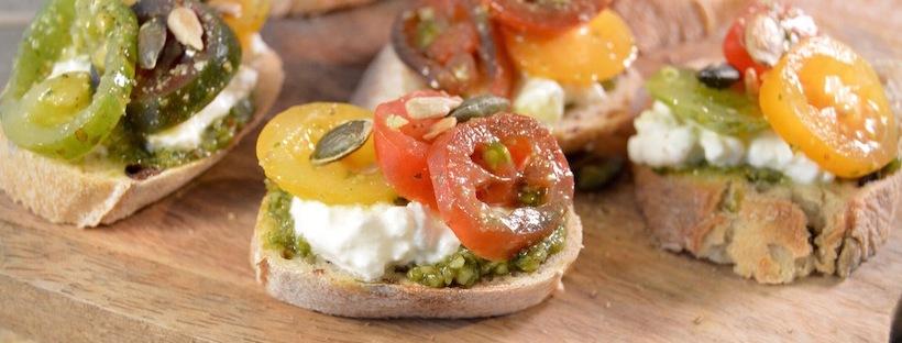 Borrelbrood met pesto & tomaat