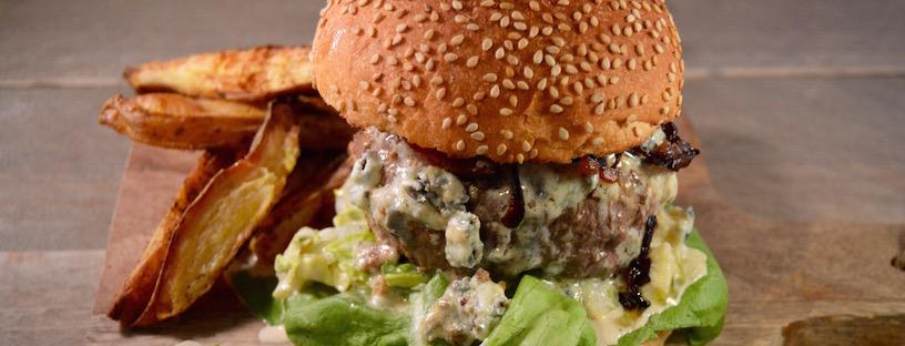 Hamburger met blauwe kaas