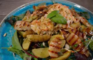 Aardappelsalade met kip Parmezaan & gegrilde peer