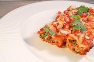 Cannelloni met ricotta, spinazie, gehakt & muhammara