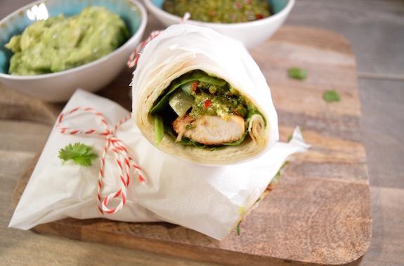 Kip-limoen wraps met wasabi-guacamole