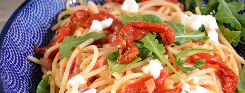 Pasta met zongedroogde tomaat en ricotta