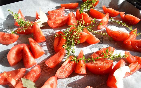 Zongedroogde tomaten uit de oven maken