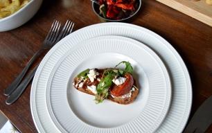 Bruschetta met geitenkaas en zongedroogde tomaat