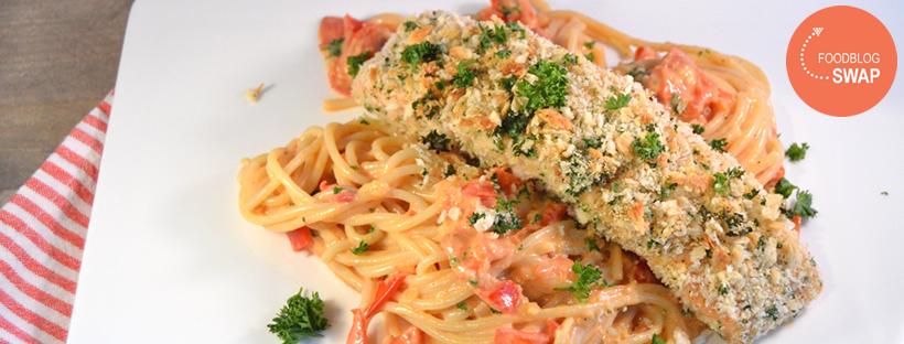 Krokante zalm met spaghetti en tomatenroomsaus