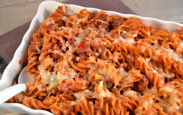 Pasta-ovenschotel met gehakt en tomatensaus