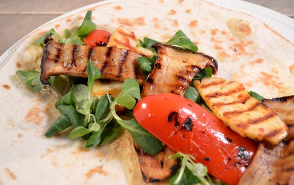 Vegetarische wraps met halloumi