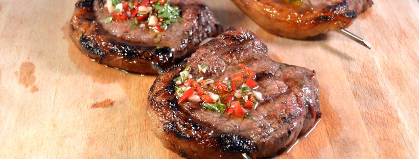 Picanha met chimichurri van de barbecue