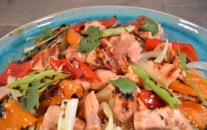 Quinoasalade met zalm, paprika en venkel
