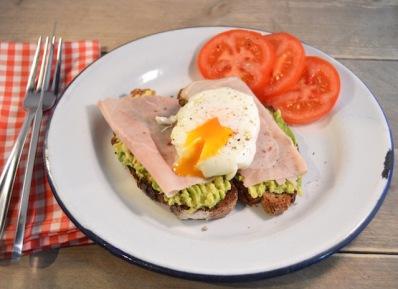 Het perfecte gepocheerde ei met avocado en ham