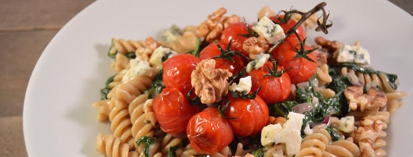 Pasta met blauwe kaas, geroosterde tomaten & spinazie