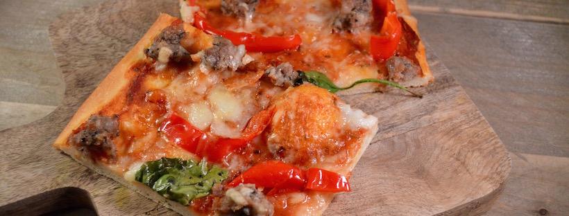 De beste pizza maken: Pizza met verse worst en paprika