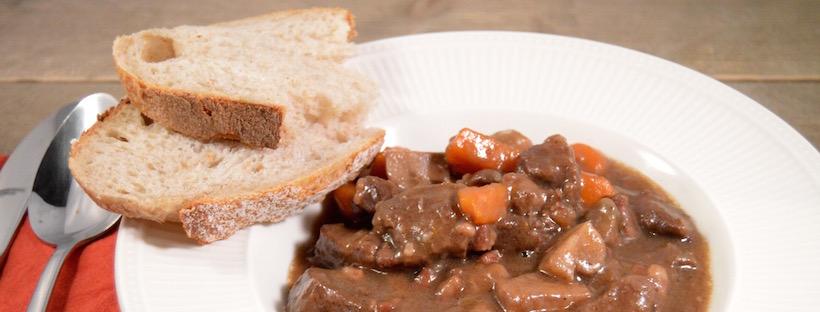 Stoofpotje rundvlees met rode wijn en kruidkoek
