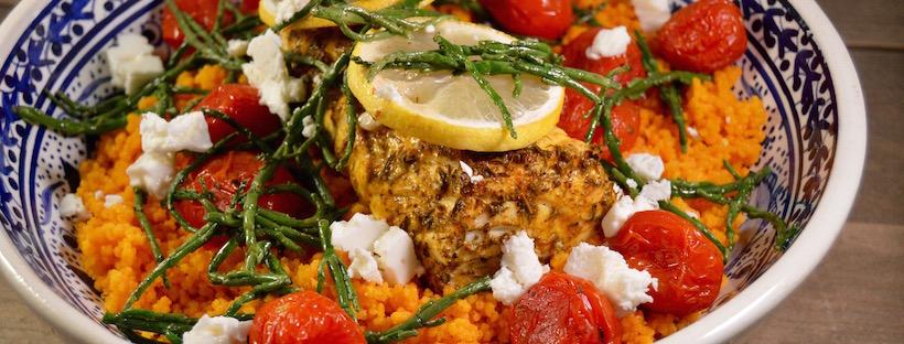 Tomatencouscous met zalm uit de oven, zeekraal & feta