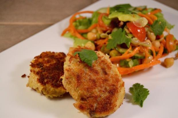 Visburger van makreel met een friszoete salade