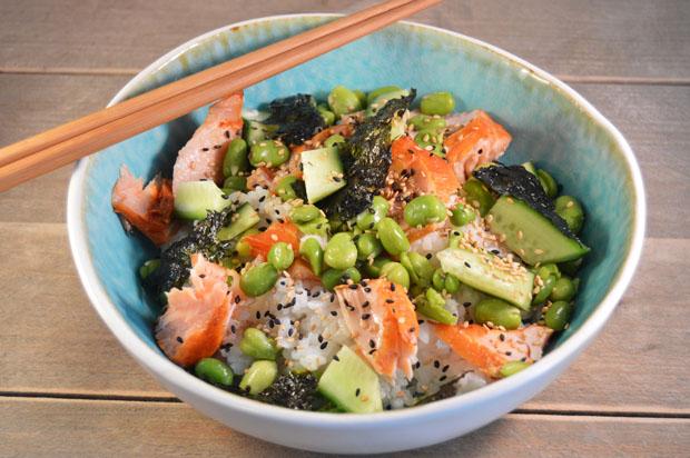Sushi salade met gerookte zalm recept