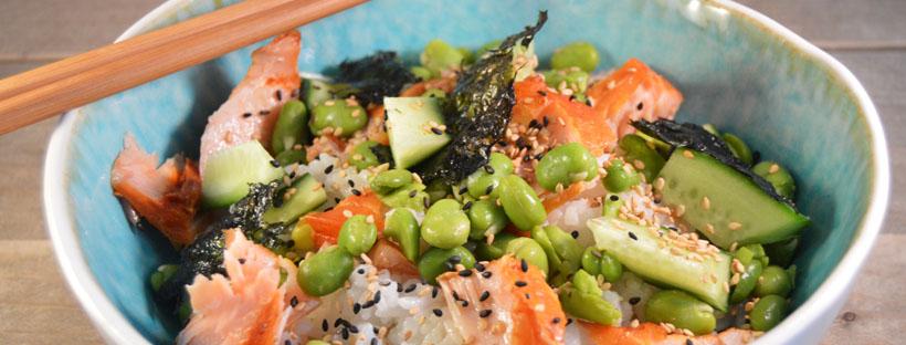 Sushi salade met gerookte zalm