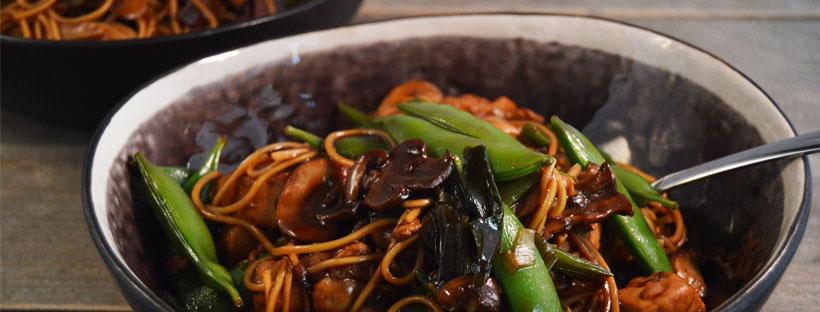Noedels met kip en zelfgemaakte Teriyaki saus
