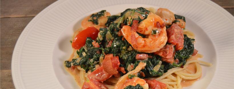 Snelle pasta met gamba's en spinazie