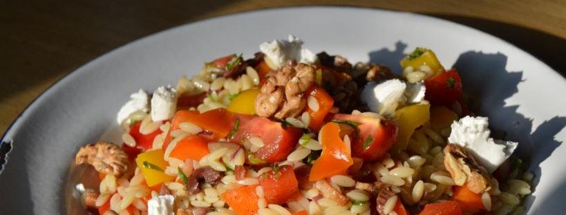 Frisse paprikasalade met riso en geitenkaas